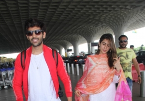 Sara Ali Khan and Kartik Aaryan snapped at Mumbai Airport