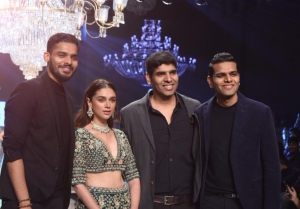 Aditi Rao Hydari Walks The Ramp For Bombay Times Fashion Week 2019