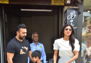 Shilpa Shetty snapped with their family at Bastian in Bandra, Mumbai