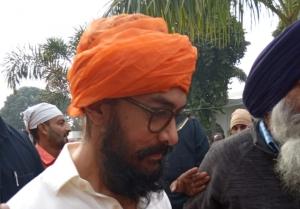 Aamir Khan Takes Blessing From Gurudwara Bathaa Sahib For Lal Singh Chaddha Movie