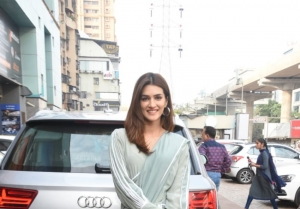 Arjun Kapoor and Kriti Sanon Snapped Promoting Film 'Panipat' In Mumbai
