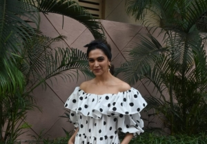 Deepika Padukone and Meghna Gulzar snapped at Cinepolis in Mumbai