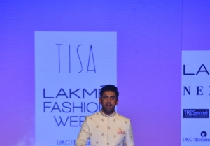 Amit Sadh walks the Ramp at Lakme Fashion Week 2020