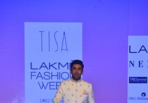 Amit Sadh walks the Ramp at Lakme Fashion Week 2020