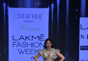 Divya Khosla Kumar walks the Ramp at Lakme Fashion Week 2020