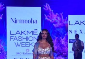 Esha Gupta walks the Ramp at Lakme Fashion Week 2020