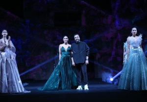 Kareena Kapoor Khan walks the Ramp at Grand Finale of Lakme Fashion Week 2020