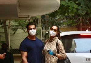 Karan Singh Grover And Bipasha Basu Spotted At Bandra