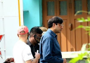 Abhishek Bachchan and Chitrangada Singh snapped on the sets of Bob
