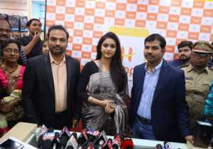 Happi Mobiles Grand Store Opening By Actress  Keerthi Suresh At Guntur