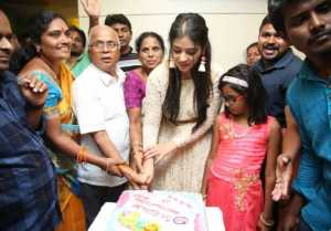 Actress Priyanka Jawalkar Inaugurates Be You Salon At Nalgonda