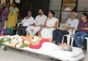 Celebs Pay Last Respect To Girish Karnad