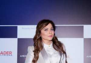 Kanika Kapoor wins Music Icon of the Year trophy at the Super Awards 2020 in Dubai