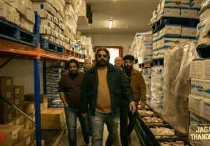 ஜகமே தந்திரம் படத்தில் தெறிக்கவிடப் போகும் ஜோஜு ஜார்ஜ்.. மலையாள நடிகரின் மாஸ் போட்டோஸ்!