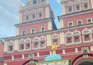 റഷ്യയിൽ പോയപ്പോൾ പ്രിയ കൂടുതൽ സുന്ദരിയായോ, നടിയുടെ  റഷ്യൻ ചിത്രം വൈറലാകുന്നു