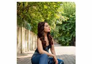 Raashii Khanna:  ఘాటుగా రెచ్చిపోయిన రాశీఖన్నా.. మీరుప్పుడూ చూడని అందాల ఆరబోత
