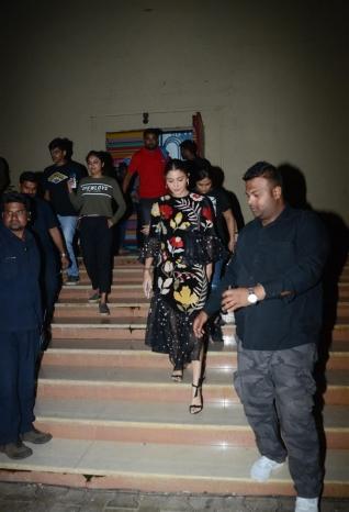 Varun Dhawan and Anushka Sharma Promote Sui Dhaga On Set OF India Best Dramebaaz