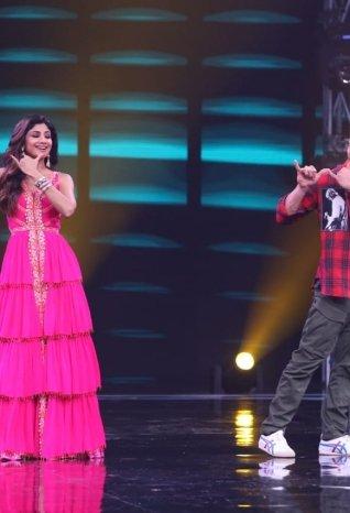 Tiger Shroff, Ananya Pandey and Tara Sutaria Promote 'SOTY2' on sets of Super Dancer Chapter 3