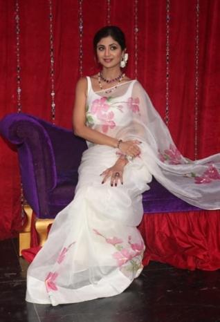 Waheeda Rehman and Asha Parekh on sets of Super Dancer Chapter 3
