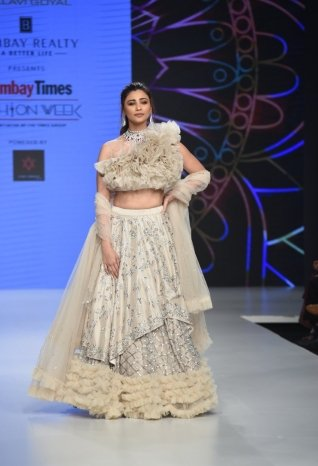 Daisy Shah Walks The Ramp For Bombay Times Fashion Week 2019