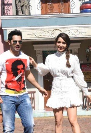 Varun Dhawan and Shraddha Kapoor snapped promoting 'Dancer 3D' on sets of Taarak Mehta Ka Ooltah Chashmah