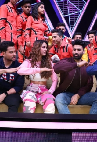 Starcast of 'Malang' snapped promoting their film on the sets of Dance Plus 5