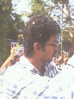 Vijay celebrates his birthday with fans at ECR - Neelankarai