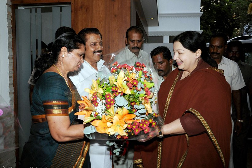 Mrs Sivakumar welcomes CM Jayalalitha