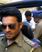 Madhavan as Cop in Vettai