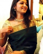 anushka in saree