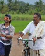 Govindudu Andarivadele latest working stills
