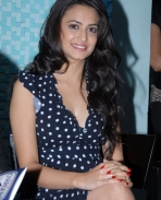 Kriti Kharbanda latest hot photos