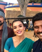 sudeep and amy jackson on the sets of The Villain