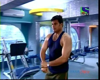 DAYA LOOKS AWESOME IN GYM