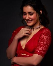 Raashi Khanna latest