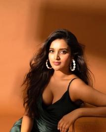 nidhhi agarwal latest stills