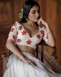 priya Prakasj varrier latest stills