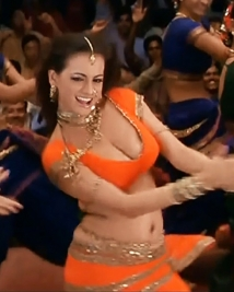 Dia mirza hot cleavage item song