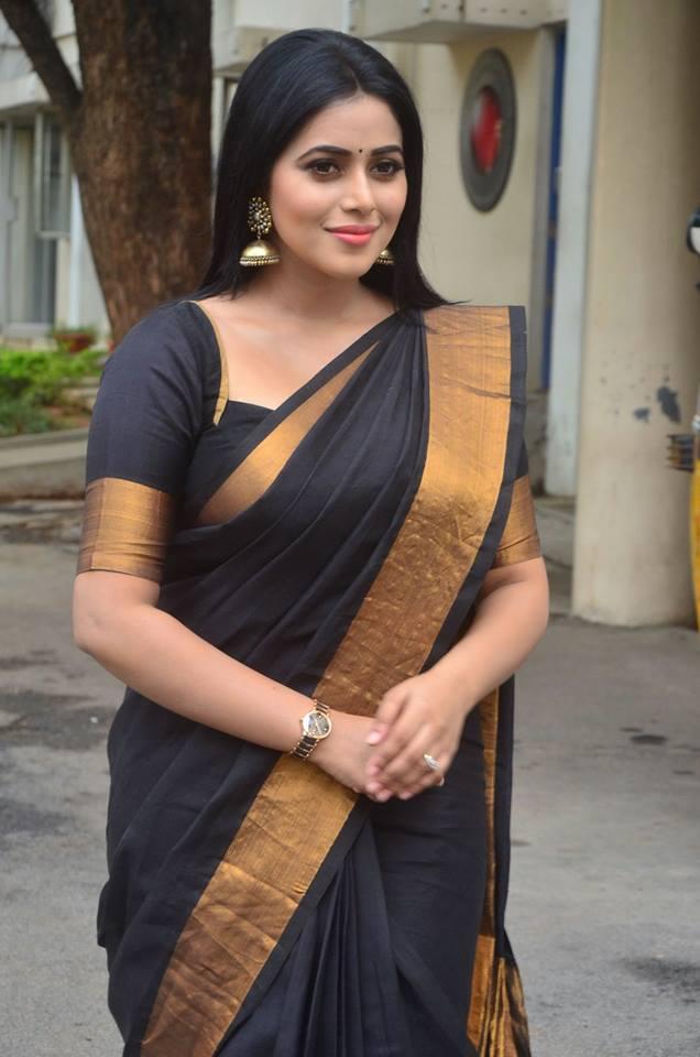 Poorna (Shamna Kasim) Fan Photos | Poorna (Shamna Kasim) Pictures ...