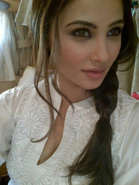 Daisy Shah5