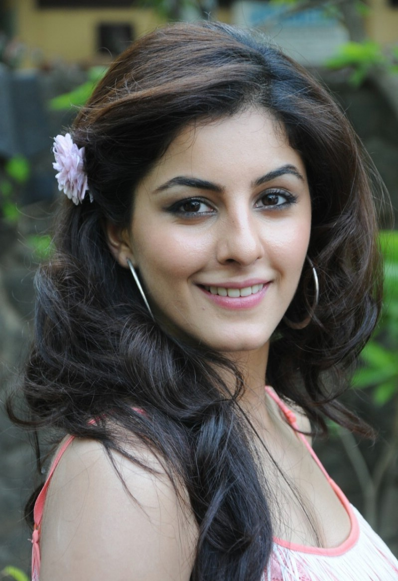 Watch Isha Talwar video