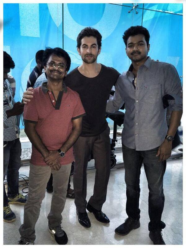 Kaththi on set