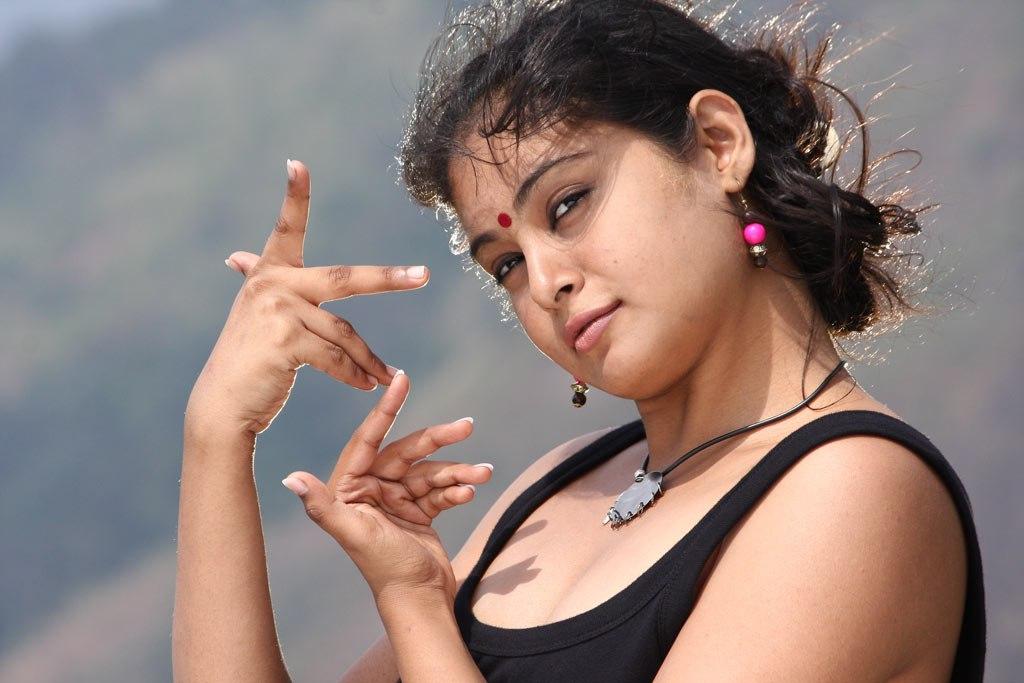 Arundhathi Hot