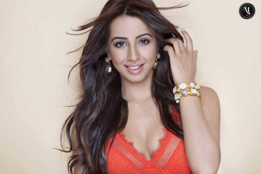Sanjjanaa Galrani hot photos