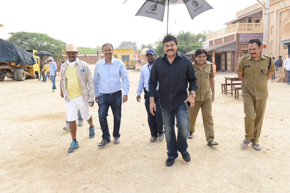Chrianjeevi at Sardaar Gabbar Singh Shooting spot