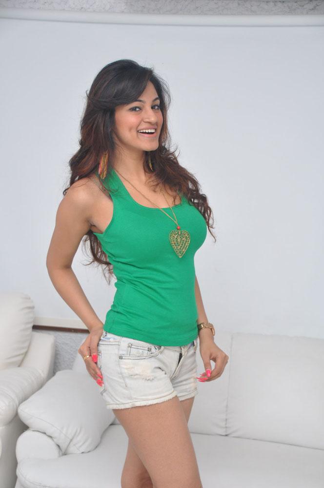 Shilpi Hot looks