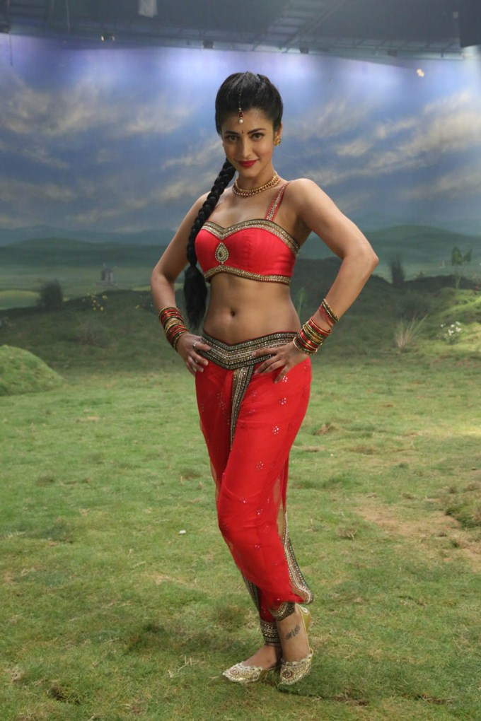 Shruti Hassan red hot photos