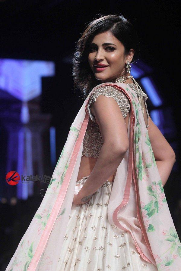 Shruti Haasan's Photos