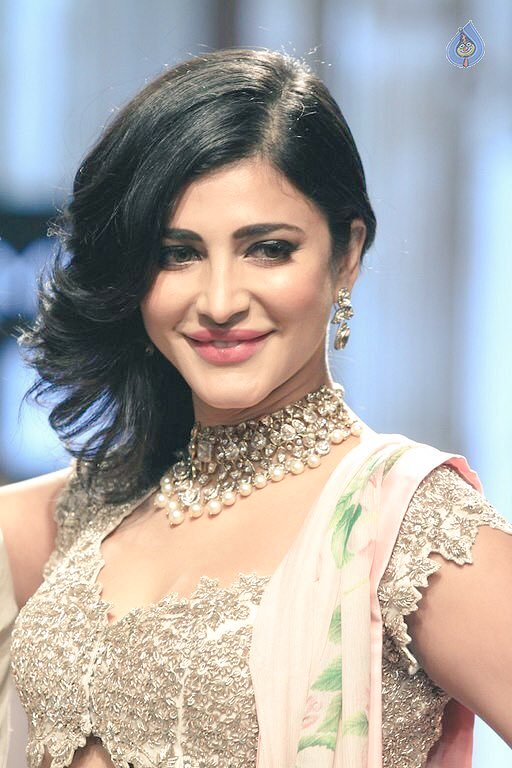 Shruti Haasan's Photos