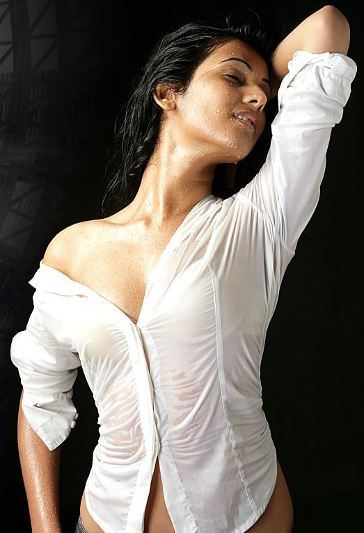Sonal Chauhan hot photos